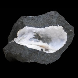 Yugawaralite, gyrolite et calcite