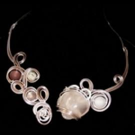 Collier torque quartz rose